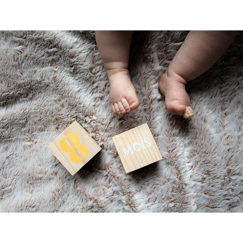 cubes étapes âge de bébé en bois
